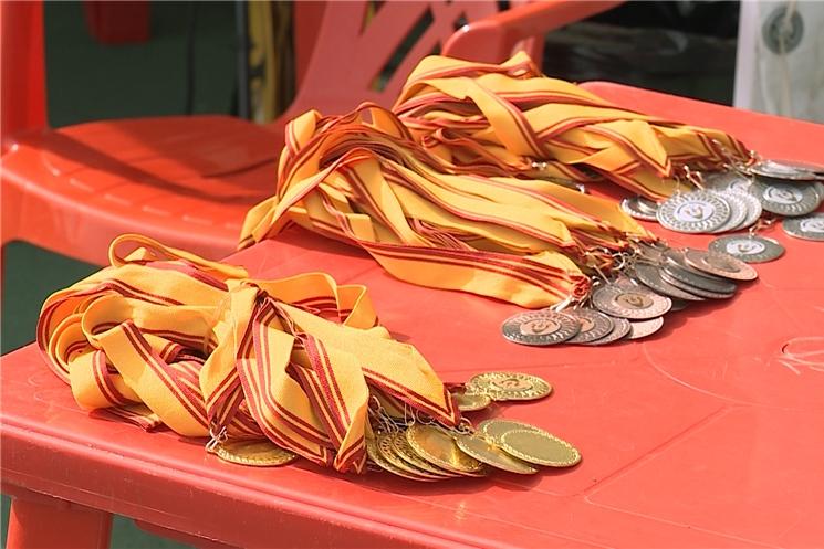 На старт. В минувшие выходные на стадионе «Олимпийский» разыграли призы легкоатлетический эстафеты газеты «Советская Чувашия»