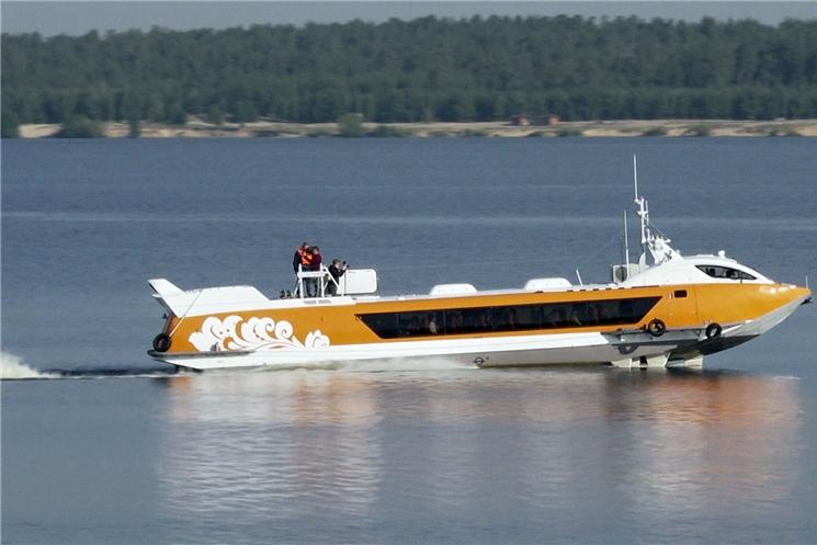 Врио Главы Чувашской Республики Олег Николаев совершил пробную поездку на судне на подводных крыльях «Валдай 45Р» до Мариинского Посада