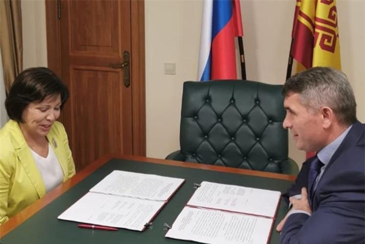 Олег Николаев и Ирина Роднина договорились развивать школьный спорт в Чувашии