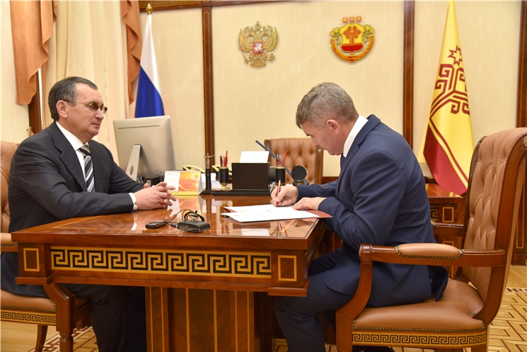 Глава Чувашии Олег Николаев наделил полномочиями сенатора от республики Николая Федорова