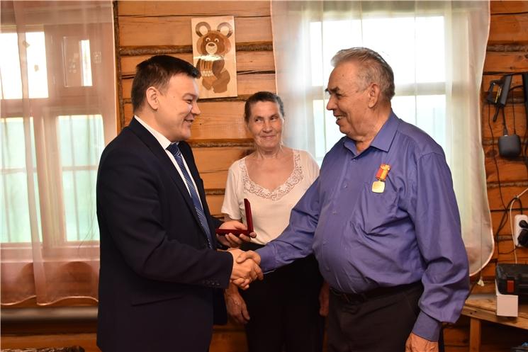 Руководитель Администрации Главы Чувашской Республики Вячеслав Борисов поздравил с Днем пожилых ветеранов госслужбы