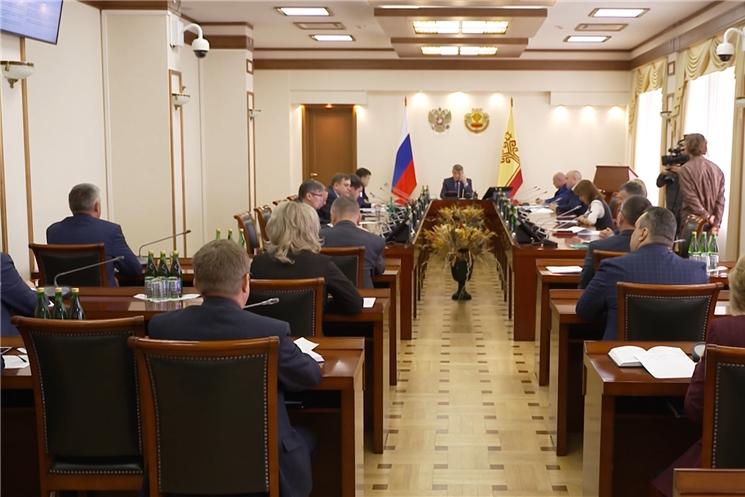 На еженедельном совещании в Доме правительства обсудили меры поддержки безработных