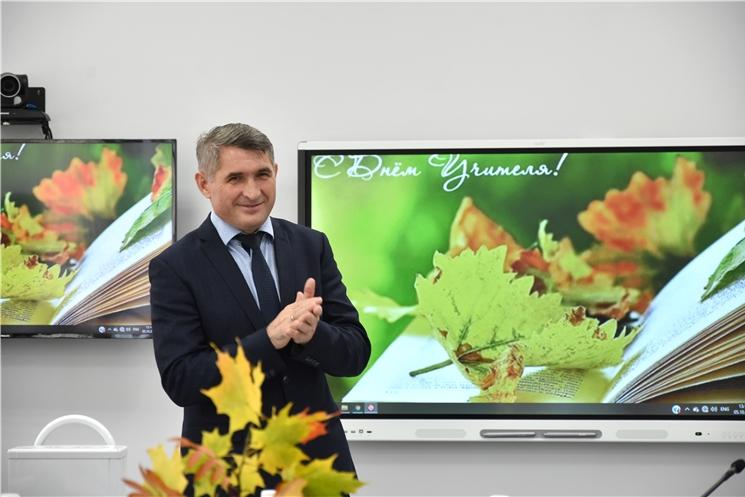 Олег Николаев наградил педагогов, подготовивших призеров Всероссийской олимпиады школьников