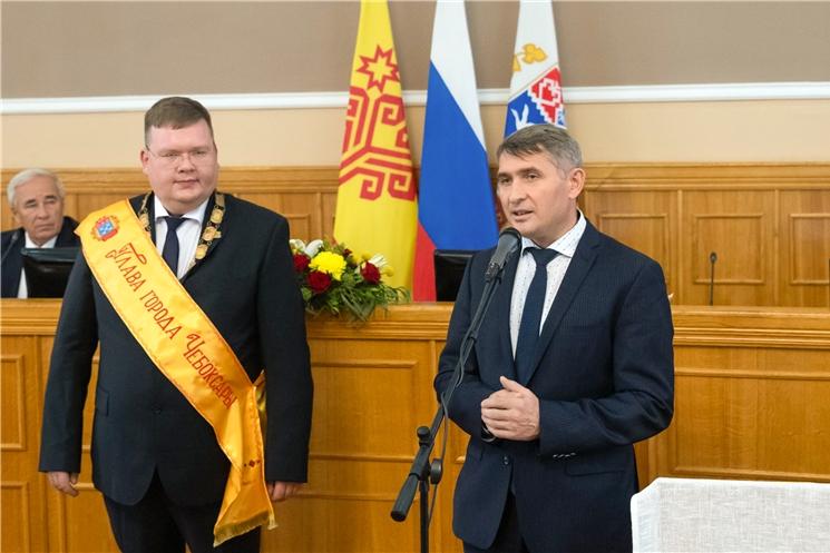 Олег Николаев поздравил нового главу города ЧебоксарыОлега Кортунова с избранием