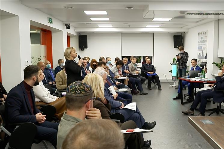 Олег Николаев встретился с представителями туриндустрии Чувашии.