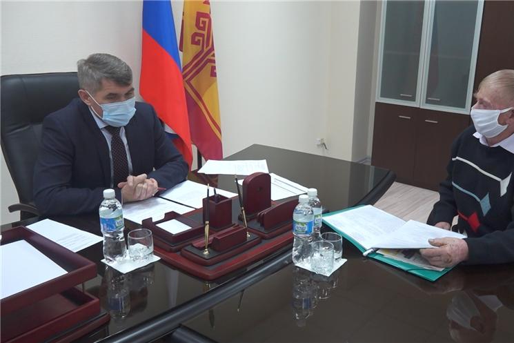 Глава Чувашии Олег Николаев в общественной приемной Президента Российской Федерации в Чувашской Республике провел очередной прием граждан по личным вопросам.