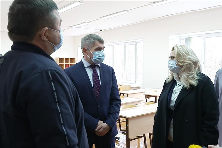 Олег Николаев посетил Вурнарскую СОШ№1.