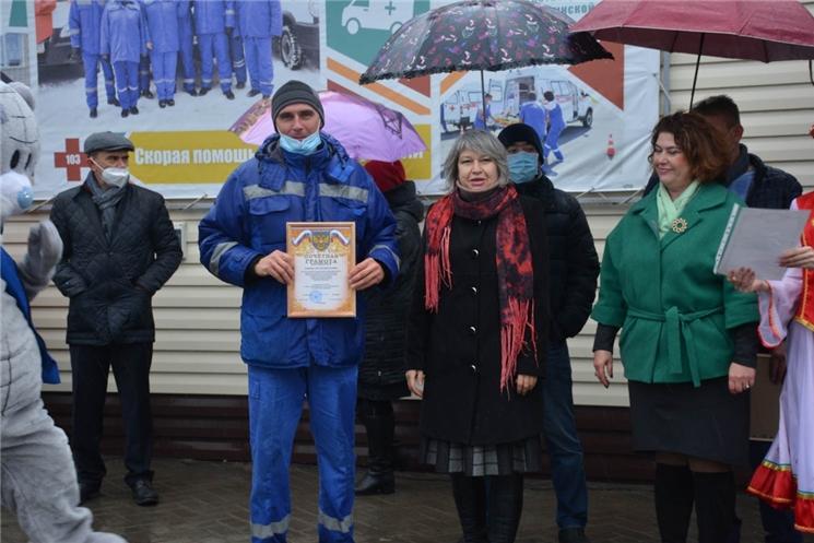 Водители скорой награждены в честь празднования профессионального праздника