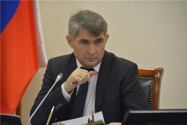Олег Николаев поручил разобраться с обеспечением лекарствами и обучением младшеклассников плаванию