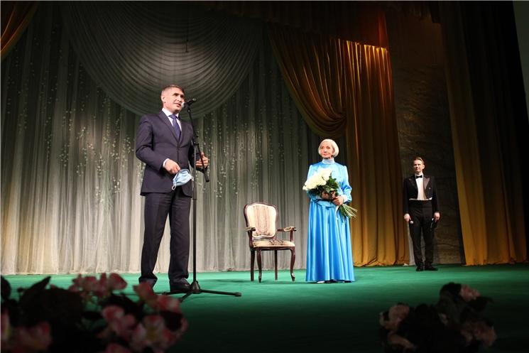 Олег Николаев побывал на юбилейном вечере народной артистки Нины Яковлевой