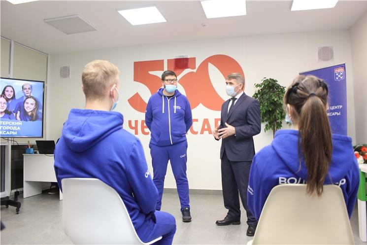 Олег Николаев наградил волонтеров, принявших участие в акции взаимопомощи #МыВместе