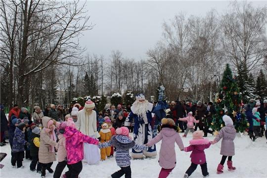 Театрализованное представление в городском парке «Новогодний хоровод»