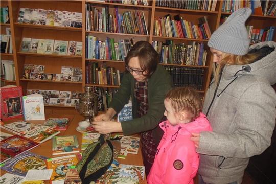 В центральной библиотеке им. Г. Айги города Шумерля прошла акция в поддержку семейного чтения «Возьмите книгу в круг семьи»
