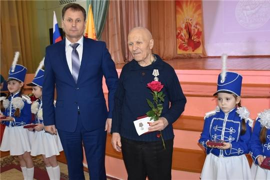 Вручение ветеранам войны юбилейных медалей