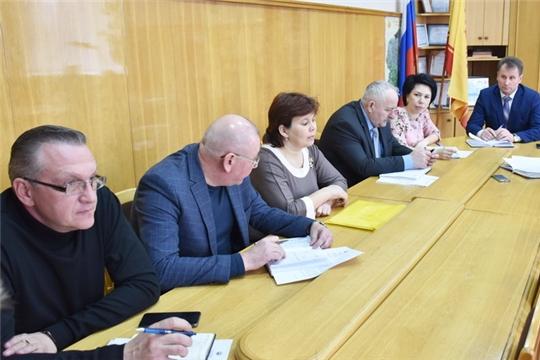 Глава администрации города Шумерля Алексей Григорьев провел еженедельное совещание с руководителями предприятий жилищно-коммунального комплекса