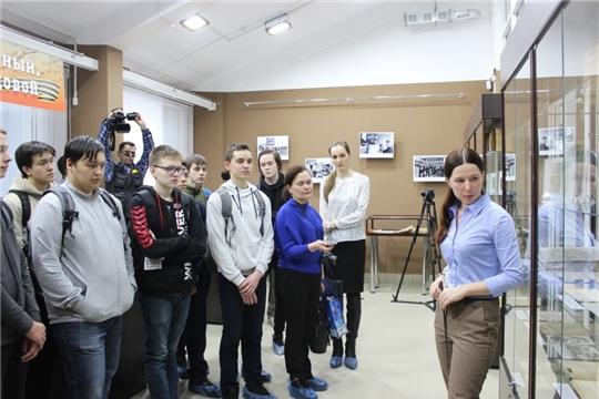 Члены шумерлинского поискового отряда побывали на открытии выставки «Подвиг ратный, подвиг трудовой»