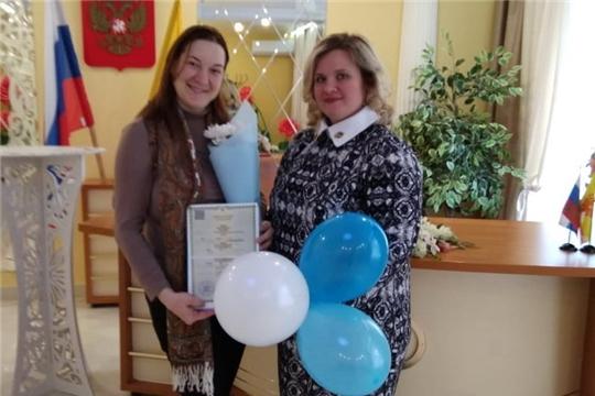 В отделе ЗАГС администрации города Шумерля поздравляли женщин, ставших родительницами накануне 8 марта