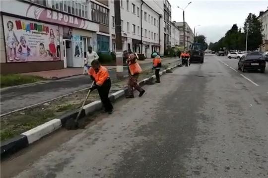 В Шумерле коммунальщики убирают дороги от смёта