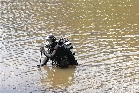 В Шумерле спасатели обследовали дно Статуевского пруда - места отдыха и купания горожан