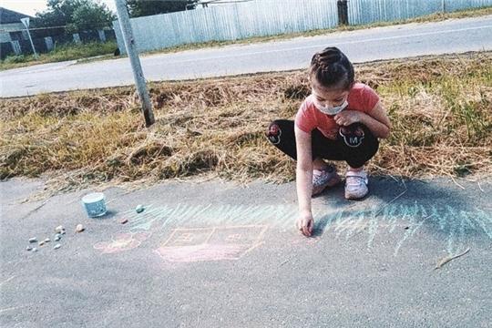 Юные шумерлинцы «рисовали на асфальте жизнь без наркотиков»