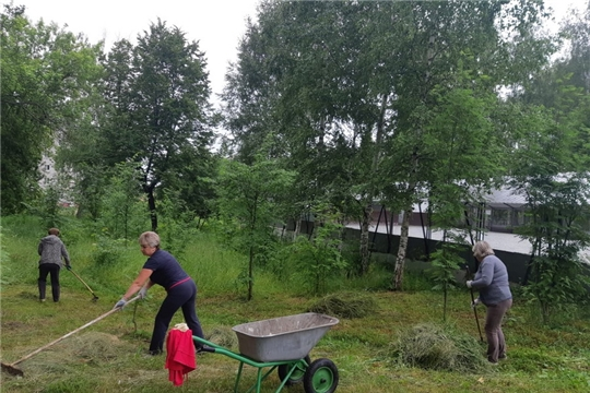 В парке культуры и отдыха города Шумерля продолжаются экологические субботники