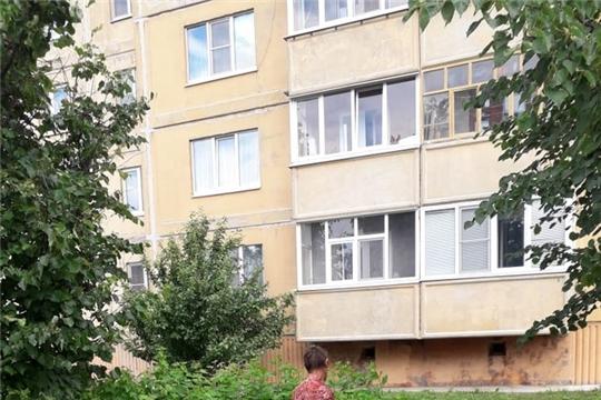 Коммунальщики ежедневно ведут работу по благоустройству территории Шумерли