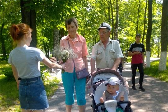 В День семьи, любви и верности юные шумерлинцы подарили частичку солнца горожанам