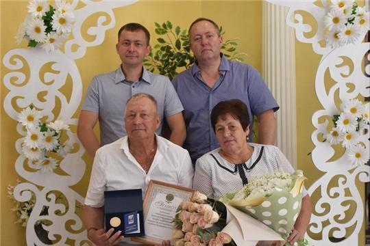 В Шумерле почётной медалью «За любовь и верность» награждена семья Прониных