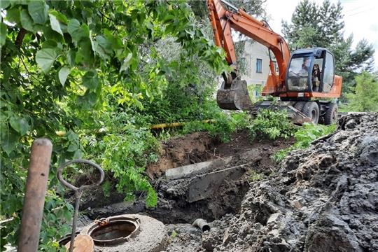 МУП «Водоканал» устраняют прорыв на водоводе по улице Коммунальной