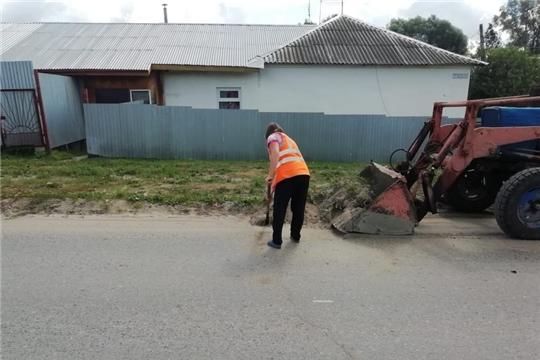 Коммунальщики ежедневно проводят работы по улучшению внешнего облика Шумерли