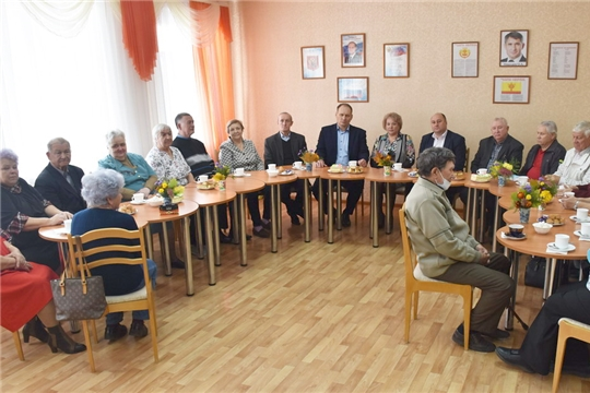 В преддверии Международного дня пожилых людей состоялась торжественно-конструктивная встреча Совета ветеранов с руководством города Шумерля