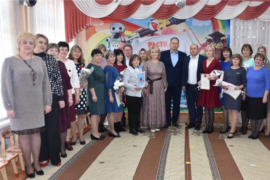 Руководство города Шумерля поздравили дошкольных работников с профессиональным праздником