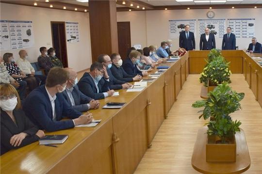 Поздравление руководством города коллектива АО «Комбинат автомобильных фургонов» с Днем машиностроителя
