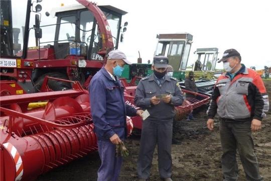 Технический осмотр кормоуборочной техники в Батыревском районе.