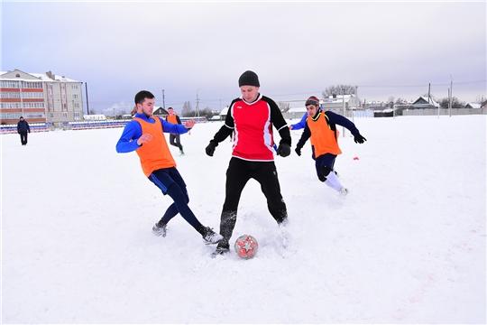 В Ибресинском районе прошли игры по зимнему мини-футболу «Кубок дружбы»