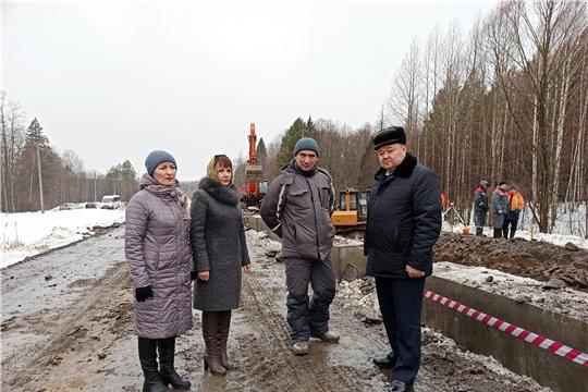 Сергей Горбунов проинспектировал ход работ на автодороге «Ибреси-Березовка-Кудеиха», посетил Березовскую основную школу
