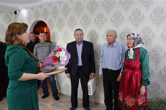 Юбилейные пары получают поздравления от отдела ЗАГС и глав поселений