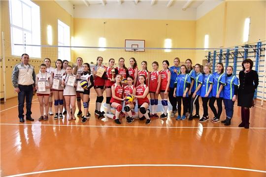 Завершились соревнования по волейболу среди школьников на призы депутатов госсовета Чувашии Сергея Павлова и Владимира Яковлева