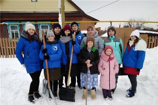 Отряд снежного десанта «Лайка» помог в уборке снега ветерану ВОВ