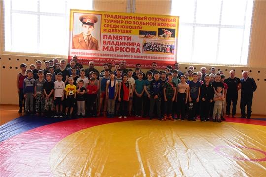 Прошел открытый турнир по вольной борьбе среди юношей и девушек памяти Владимира Маркова.