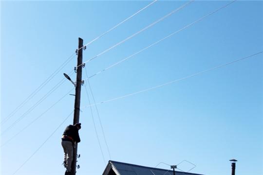 В рамках реализации проектов общественной инфраструктуры в д. Ширтаны ведется ремонт уличного освещения