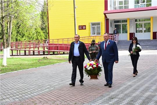 В рамках празднования 75-ой годовщины Победы в Великой Отечественной войне в Ибресинском районе состоялась церемония возложения цветов к Вечному огню