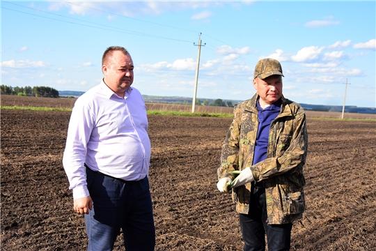 Глава администрации Ибресинского района Сергей Горбунов ознакомился с ходом сезонных полевых работ в агрофирме «Дружба»