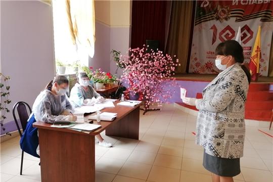 В Ибресинском районе продолжается голосование по поправкам в Конституцию РФ