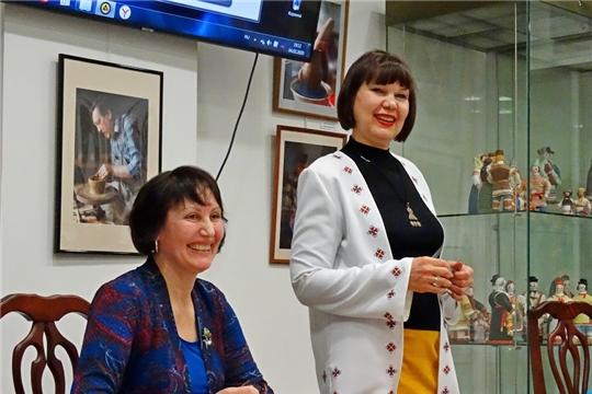 В Москве прошла презентация книги Нины Абрамовой «Счастье Райской птицы. Çăтмах кайăкĕн телейĕ»