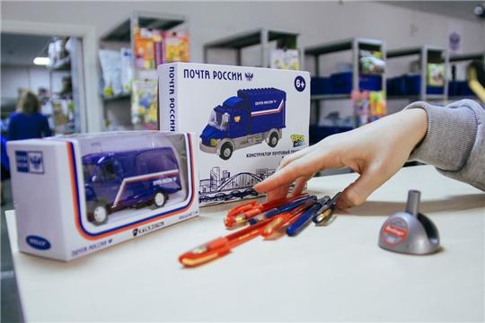 Почта России в третий раз доставила в Чувашию ручки для Тотального диктанта