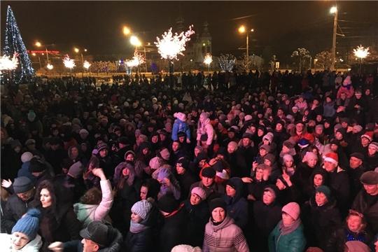 На главной площадке Калининского района царит праздничное новогоднее настроение