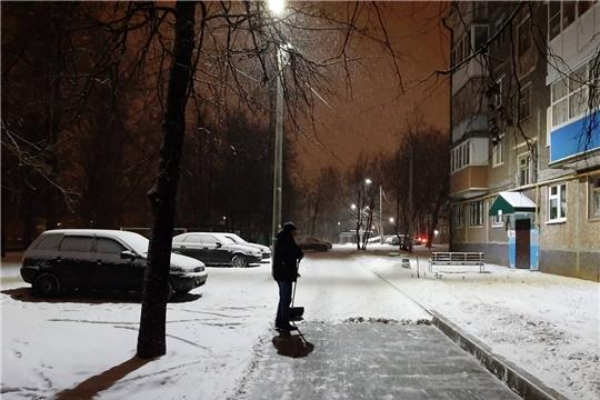 Калининский район: 24 единицы спецтехники и 441 дворник вышли на ликвидацию последствий снегопада