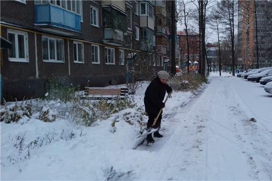 Калининский район: 12 рабочих по комплексной уборке многоквартирных жилых домов участвуют в конкурсе «Лучший дворник» в январе