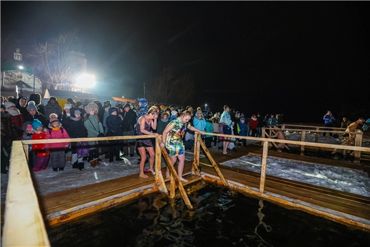 В Чебоксарах ограничен доступ к купелям на Волге, освящается вода в бассейнах школ и ФОКов